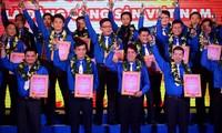 Condecoran con premio Nguyen Van Troi a jóvenes obreros sobresalientes de Ciudad Ho Chi Minh