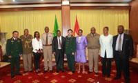 Vietnam y Sudáfrica consolidan cooperación en defensa nacional
