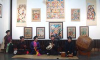 Exhiben patrimonios sobre pinturas populares en Hanoi