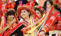 """Festividad """"Primavera en todo el país"""" revive fiestas tradicionales vietnamitas"""