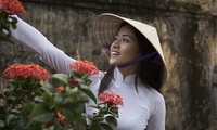 Inconfundible belleza de Ao Dai, vestido tradicional de mujeres vietnamitas