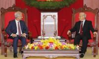 Consolidan relaciones de cooperación entre Vietnam y Francia