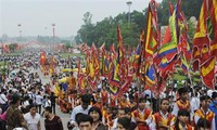 Autoridades de Phu Tho rinden homenaje a los reyes Hung