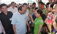 Primer ministro vietnamita asegura apoyo del gobierno a los trabajadores