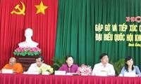 Candidatos a la Asamblea Nacional de Vietnam en contacto preelectoral con votantes