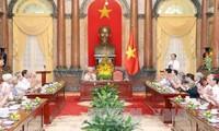 Jefe del Estado se reúne con ex soldados y funcionarios cercanos al presidente Ho Chi Minh