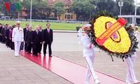 Máximos líderes de Vietnam visitan mausoleo del presidente Ho Chi Minh en ocasión del Día Nacional