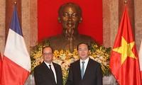 Presidente francés finaliza su visita a Vietnam