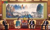 Consolidan relaciones de amistad Vietnam-China