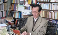 Un coleccionista apasionado por libros antiguos