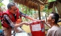 Más ayudas financieras para compatriotas necesitados en el Centro