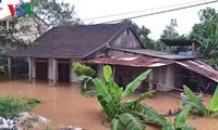 Ex vicepresidenta entrega regalos a víctimas de inundaciones en Quang Binh