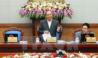 Gobierno de Vietnam debate pautas para desarrollo socioeconómico en 2017