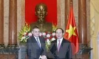 Presidente de Vietnam recibe al titular de la Agencia Estatal de Inteligencia de Bulgaria