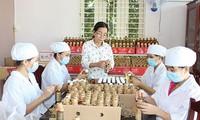 Le Nguyen, una mujer entusiasta con los productos de la fruta del dragón