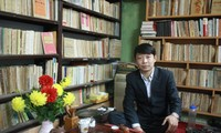 Ta Thu Phong, un apasionado coleccionista de libros y periódicos antiguos