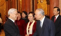 Secretario general del Partido Comunista de Vietnam felicita a exdirigentes por Año Nuevo Lunar