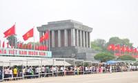 Vietnamitas rinden homenaje a sus antepasados en ocasión del Tet
