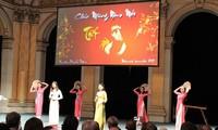 Vietnamitas en Francia dan bienvenida al Año Nuevo Lunar del Gallo