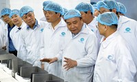 Primer ministro de Vietnam visita empresa Minh Phu