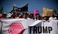 Mexicanos protestan contra la construcción del muro de Donald Trump