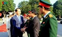 Presidente vietnamita instruye a fuerzas militar y policial locales sobre defensa popular