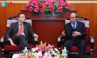 Vietnam y Francia aprecian cooperación en economía