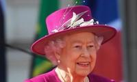 Reina británica firma proyecto de Brexit