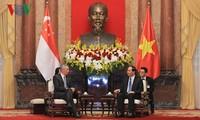 Presidente de Vietnam recibe a primer ministro de Singapur