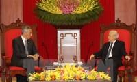 Dirigentes vietnamitas se reúnen con el primer ministro singapurense