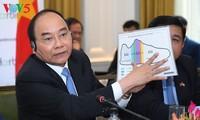 Nguyen Xuan Phuc asiste al diálogo sobre la cooperación inversionista Vietnam-Estados Unidos