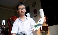 Brazo robótico, un invento de alto valor humanitario del estudiante Pham Huy