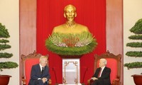 Líder político de Vietnam recibe al presidente checo