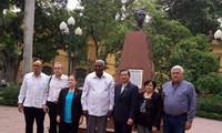 Delegación parlamentaria cubana rinde tributo a Martí y Ho Chi Minh