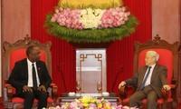 Altos dirigentes vietnamitas realizan encuentros con el presidente del Senado haitiano