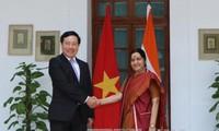 Vice primer ministro y canciller de Vietnam dialoga con empresarios indios