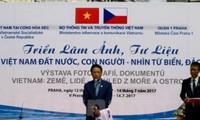 Exposición en Praga presenta la belleza del mar y de las islas vietnamitas