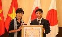 Otorgan la Orden de la Amistad de Vietnam a una directora de cine japonés