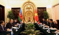 El diálogo entre los cancilleres de Vietnam y Azerbaiján se centra en las relaciones binacionales