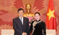 Líder parlamentaria de Vietnam se reúne con representantes del Partido Comunista de China