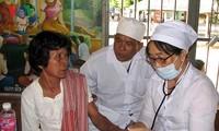 Agradecimiento del pueblo camboyano hacia médicos voluntarios vietnamitas