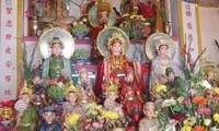 Sepintas lintas tentang adat istiadat memuja Tri Dewi Ibunda