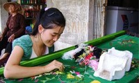 Desa kerajinan sulam-menyulam Van Lam, propinsi Ninh Binh