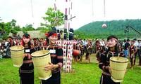 Busana dari warga etnis minoritas Xo Dang