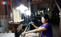 Desa kerajinan pertenunan kain sutra Van Phuc- Tradisi yang sudah ada selama ribuan tahun