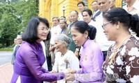 Wapres Vietnam menerima rombongan orang yang berjasa kepada revolusi  dari propinsi Thua Thien Hue