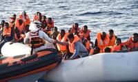 Angkatan Laut Irlandia menyelamatkan ratusan migran di lepas laut Libia