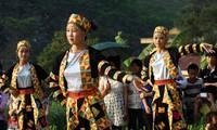 Permusikan dan nyanyian lagu rakyat dari warga etnis minoritas Lo Lo