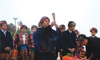 Keyakinan memuja nenek moyang dari warga etnis minoritas  Lo Lo