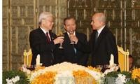 Meningkatkan hubungan Vietnam-Kamboja berkembang secara stabil dan berkesinambungan